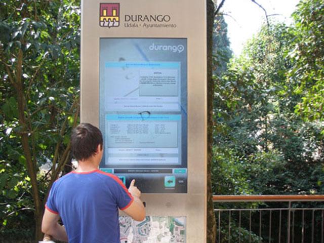 Kiosco multimedia interactivo con touchscreen